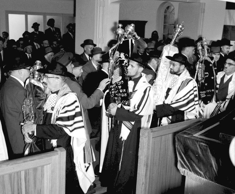 http://judaisme.sdv.fr/synagog/basrhin/a-f/bischhei/pict/proces59.jpg